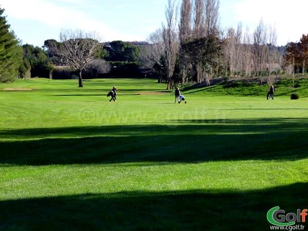 Le trou n°10 du golf Grand Avignon à Vedène en Provence dans le département du Vaucluse