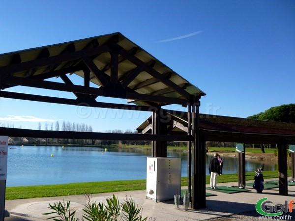 Le practice sur eau du golf Grand Avignon à Vedène dans le Vaucluse en PACA