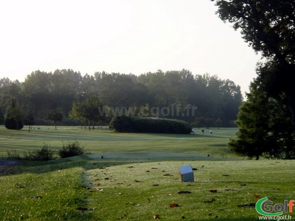 Départ du golf de la Grange aux Ormes Parcours le Bois brulé en Lorraine à Marly en Moselle