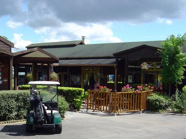 Club house restaurant du golf de Guerville dans les Yvelines en Ile de France