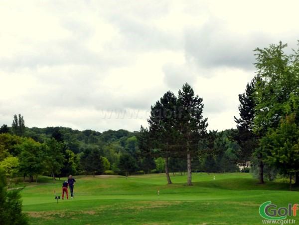 Putting green du golf de l'Isle d'Adam dans le Val d'Oise proche de Paris en Ile de France