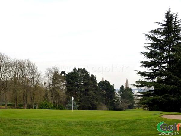 le green n°16 du golf de La Boulie dans les Yvelines à Versailles en Ile de France