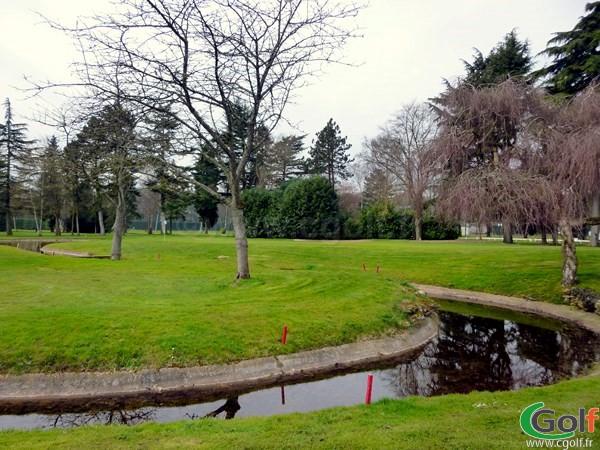 Le green n°18 du golf de La Boulie au Racing Club de France à Versailles dans les Yvelines