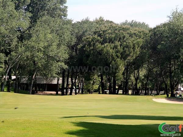 Green du petit golf Compact de La Grande Motte proche de Montpellier dans l'Hérault