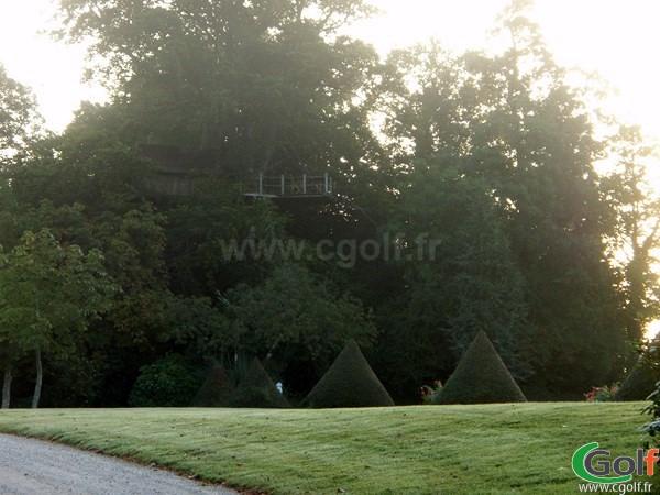 Cabane dans les arbres au golf de la Grange aux Ormes en Moselle à Marly en Lorraine