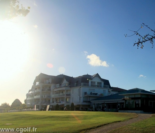 Club house du golf des Fontenelles en Vendée Pays de Loire à l'Aiguillon sur Vie