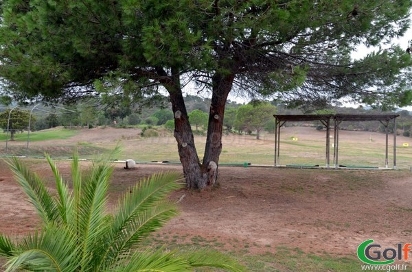 Practice du golf de Lezza en Corse à Porto-Vecchio proche du golf de Sperone à Bonifacio