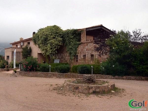 Club house du golf de Lezza en Corse du sud à Porto-Vecchio proche du golf de Sperone