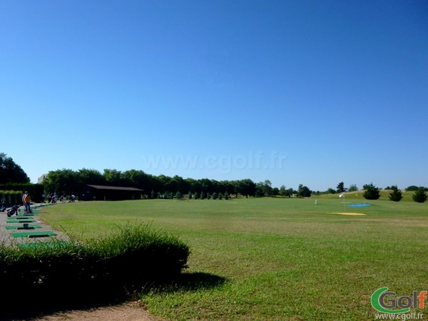 Grand practice du golf de Lyon Chassieu dans la banlieu Lyonnaise porche de Villeurbanne