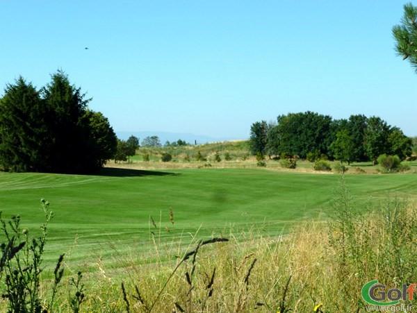 Fairway et trou n°14 du golf de Lyon Chassieu en Rhône-Alpes proche de Villeurbanne