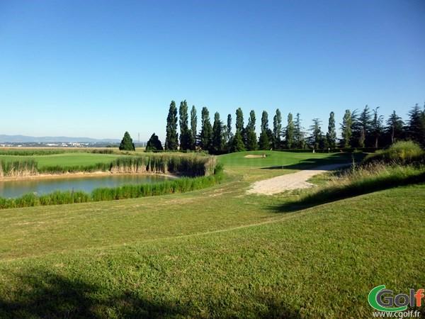 Splendide green du golf de Lyon Verger parcours 9 trous à Saint-Symphorien d'Ozon en Rhône Alpes