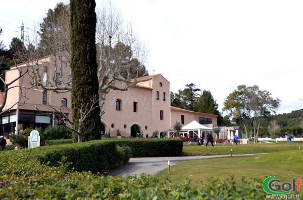 Le club house du golf de La Salette à Marseille dans les Bouches du Rhone en PACA