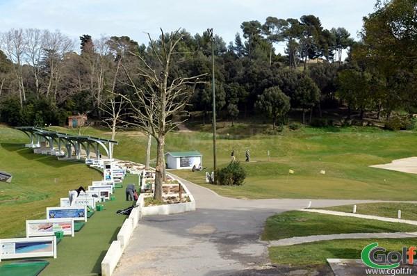 Les pitching greens du golf de Marseille La Salette dans les Bouches du Rhone en PACA