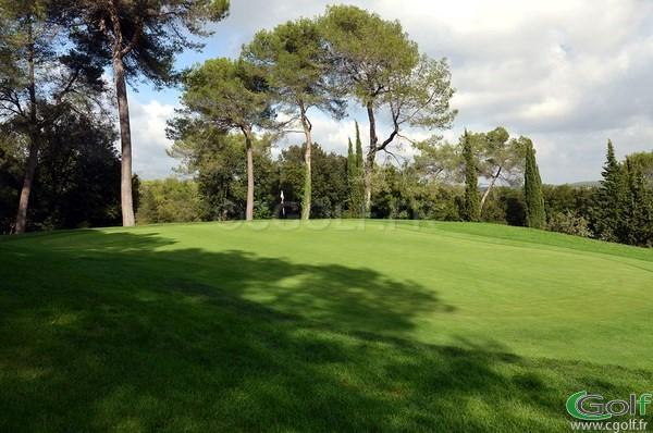 Le green du n°1 du golf d'opio Valbonne dans les Alpes Maritimes