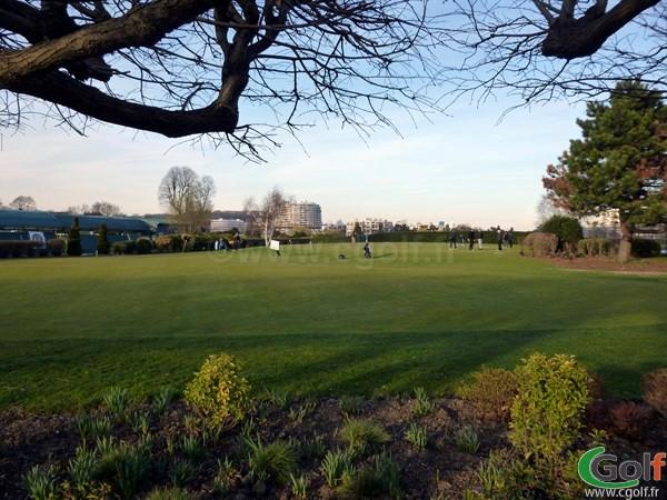 Le putting green du golf de Paris Country Club en Ile de France à Saint Cloud dans les Hauts de Seine