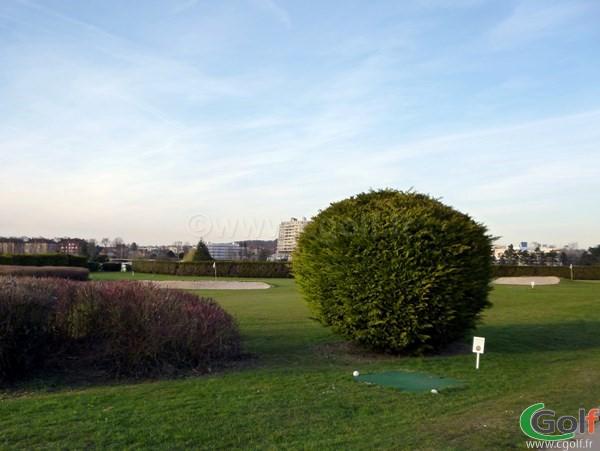 Pitch and Putt du golf de Paris Country Club en Ile de France dans les Hauts de Seine à Saint Cloud