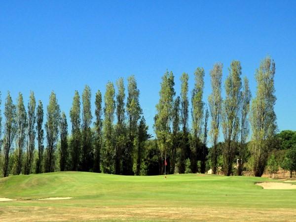 En Vendée Pays de Loire le green n°3 du golf de Port Bourgenay à Talmont Saint Hilaire