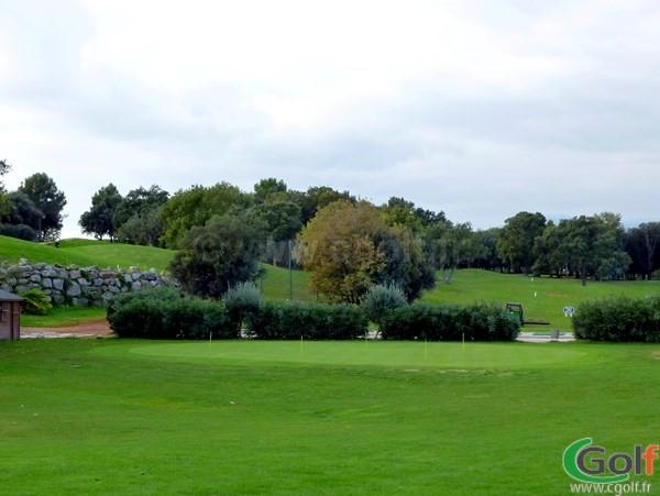 Un putting green du golf du Provençal à Biot Sophia Antipolis proche de Valbonne