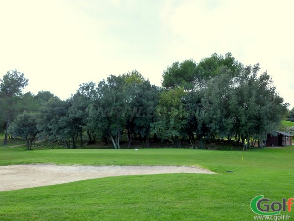 Un putting green du golf de Sophia Antipolis le Provençal à Biot en PACA