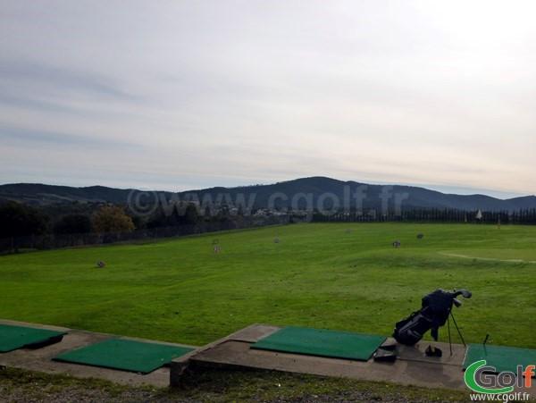 Le practice du golf de Roquebrune sur Argens dans le Var sur la Cote d'Azur