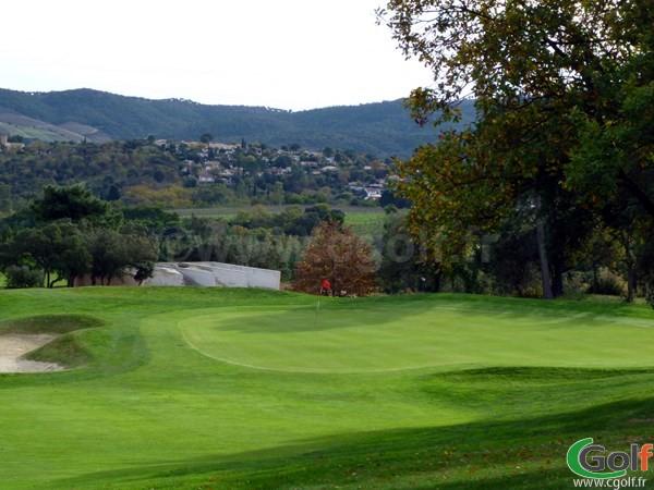 Le green n°2 du golf de Roquebrune sur Argens en région PACA dans le var