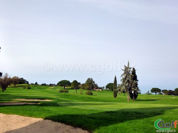 Le green du n°12 du golf de Rouebrune sur Argens en région PACA dans le Var 83