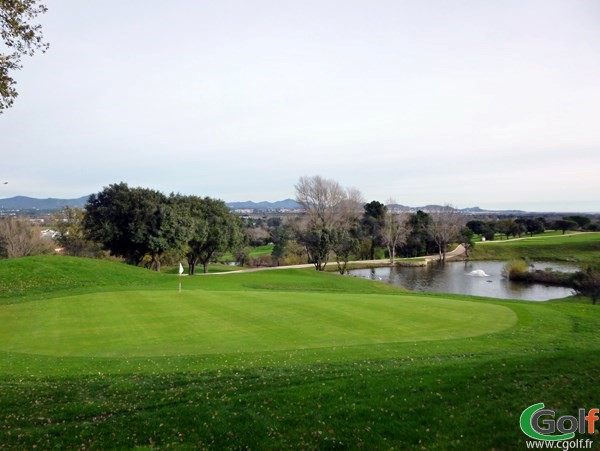 Le green du n°18 du golf club de Roquebrune sur Argens dans le Var sur la Cote d'Azur