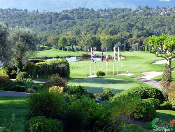 putting green et green du n°3 et 18 du royal golf club de Mougins sur la cote d'Azur dans le 06