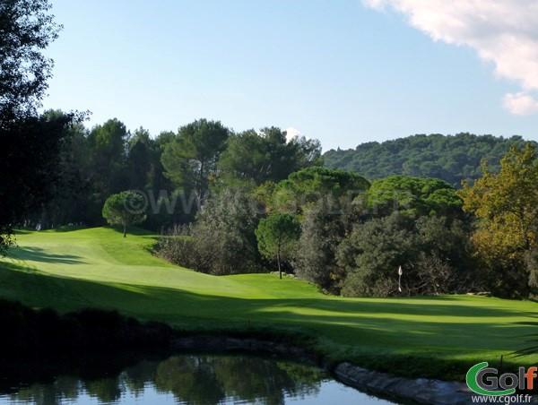 Trou n°14 du royal Mougins golf club dans les Alpes Maritimes sur la cote d'Azur
