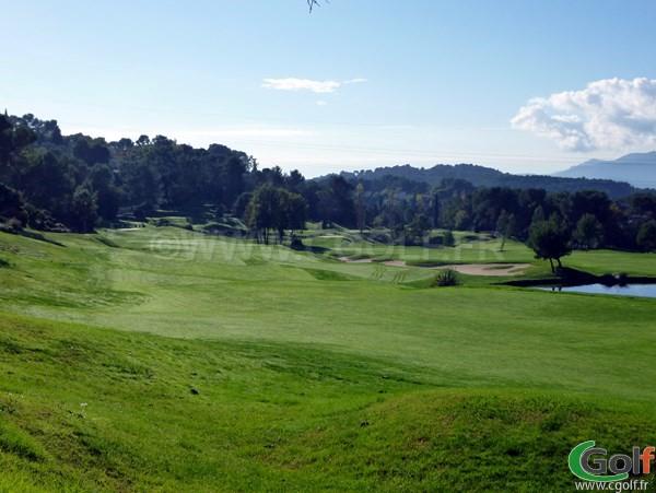 Le fairway du trou n°18 au Royal golf club de Mougins dans les Alpes Maritimes 06