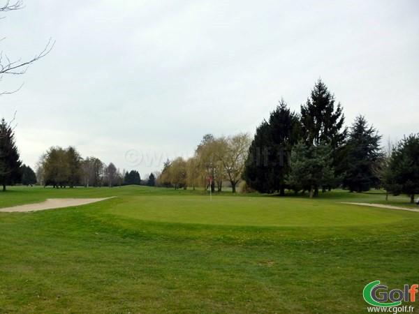 Le green n°11 du golf de Saint Aubin parcours le Mesnil en Ile de France proche de Paris