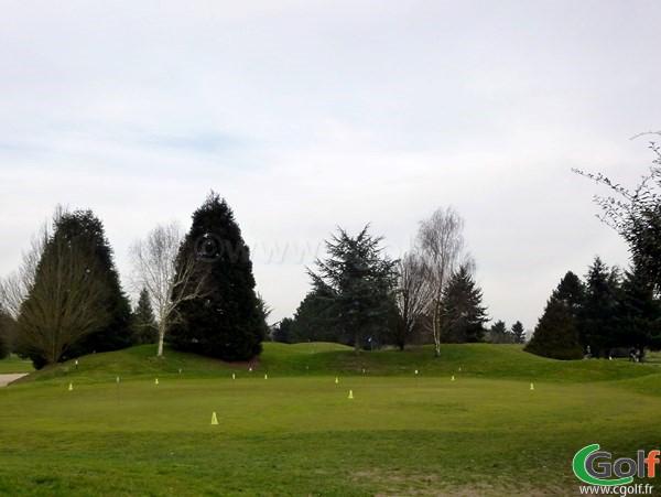 Un putting green du golf de Saint Aubin dans l'Essonne à Paris en Ile de France