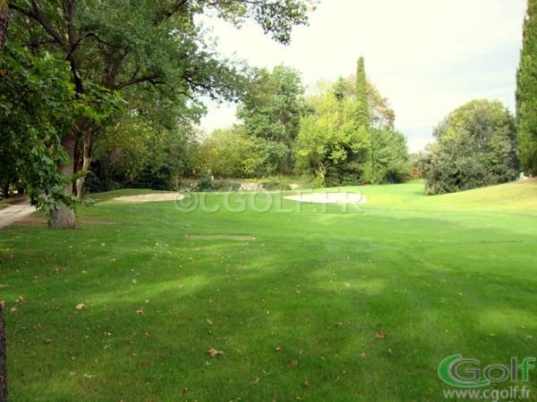 Le trou n°4 et son green du golf 9 trous compact de Mouans Sartoux Grasse