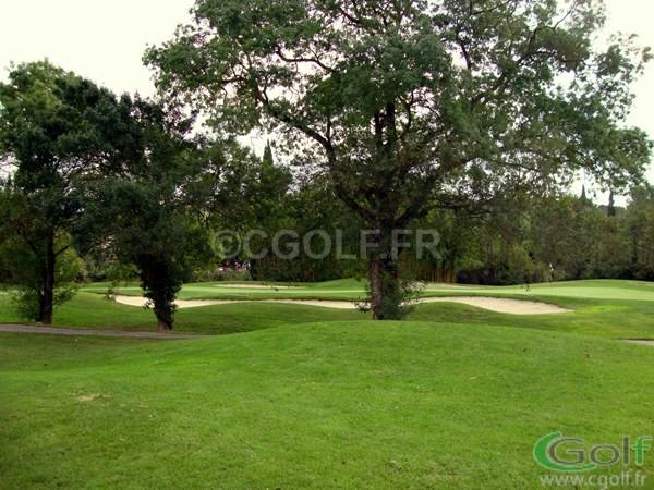 Lre green partagé du trou n°1 et n°9 du golf de Saint Donat à Mouans Sartoux Grasse