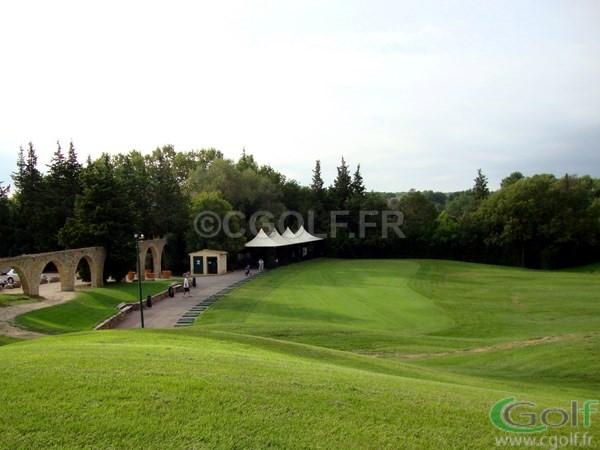 Le practice du golf de Saint Donat sur les communes de Grasse et Mouans Sartoux