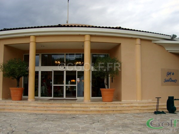 Le club house restaurant du golf de Saint Donat à Grasse