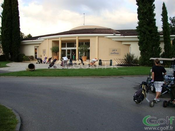 L'entrée du club house du golf club de Mouan Sartoux