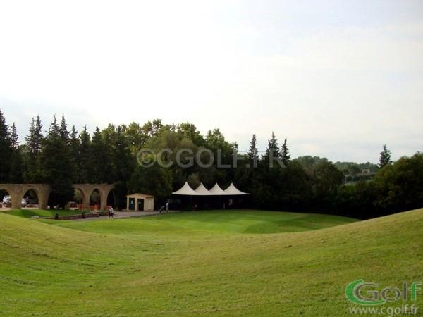 Le practice du golf club de Saint Donat à Mouans Sartoux Grasse