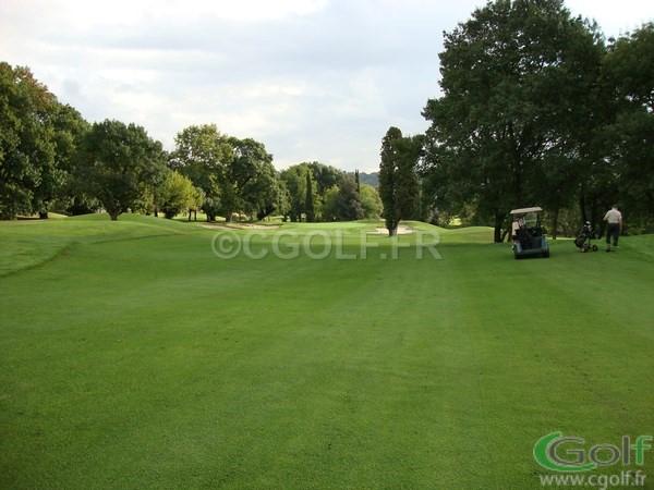 le fairway du trou n° 10 du golf de Mouan Sartoux Grasse
