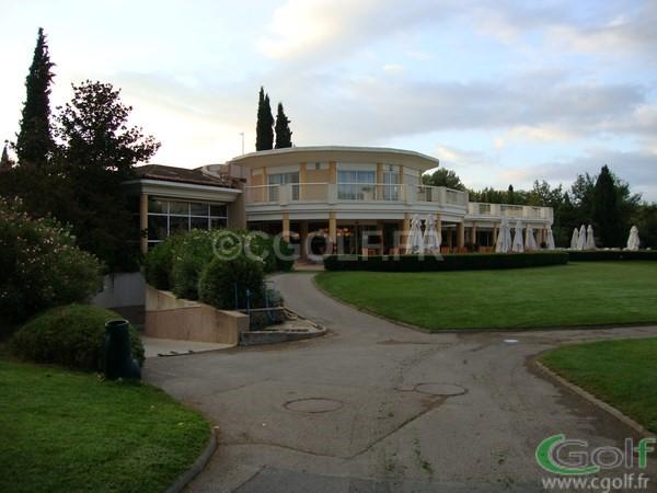 Le club house du golf de Saint Donat