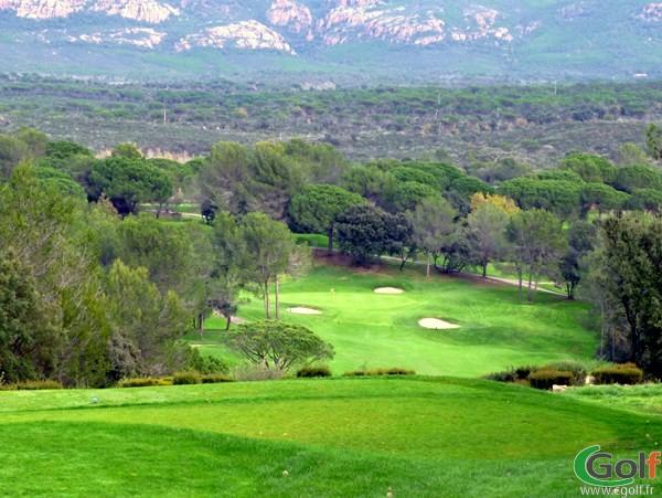 Le trou n°1 du golf de Saint Endreol dans le Var à La Motte en PACA