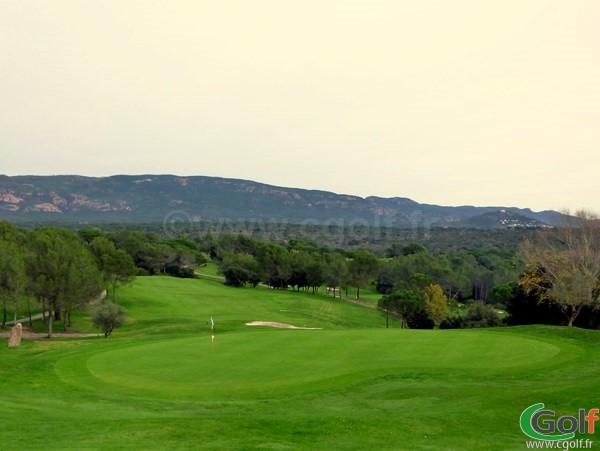 Le green n°18 du golf de Saint Endréol en région PACA dans le Var à La Motte