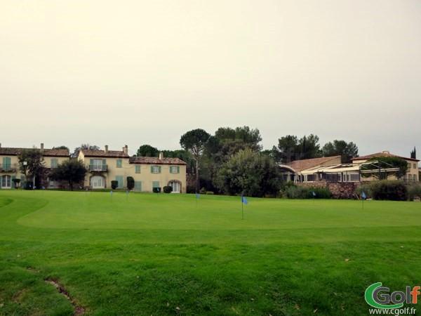 Le putting green du golf de Saint Endréol à La Motte porche de Saint Raphael dans le Var