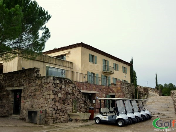 Le club house restaurant du golf de Saint Endréol à La Motte dans le Var sur la Cote d'Azur