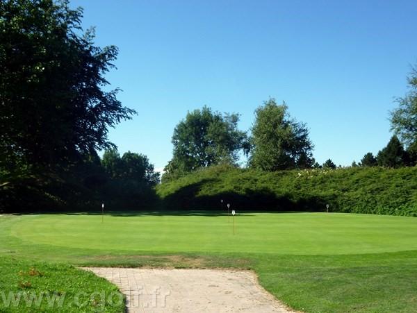 Putting green du golf de Saint-Etienne dans le département de la Loire en Rhône-Alpes Auvergne