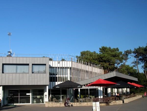 Club house du golf Saint Laurent à Auray en Bretagne département du Morbihan