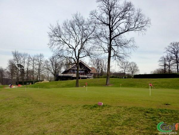 Le putting green du golf de Saint-Marc Jouy-en-Josas proche de Versailles dans les Yvelines