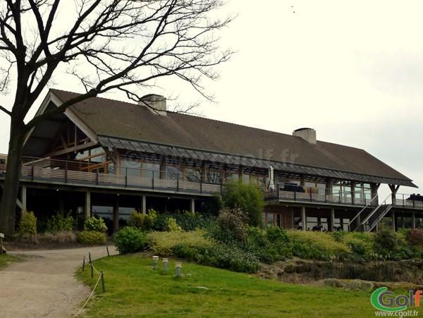 Le club house du golf de Saint-Marc dans les Yvelines à Jouy-en-Josas proche de Versailles