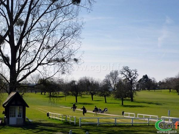 Départ n°1 du golf de Saint-Nom-La-Bretèche proche de Paris dans les Yvelines
