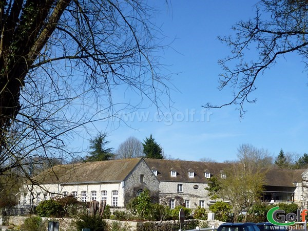 Club house du golf de Saint-Nom-La-Bretèche en Ile de France dans les Yvelines proche de Versailles